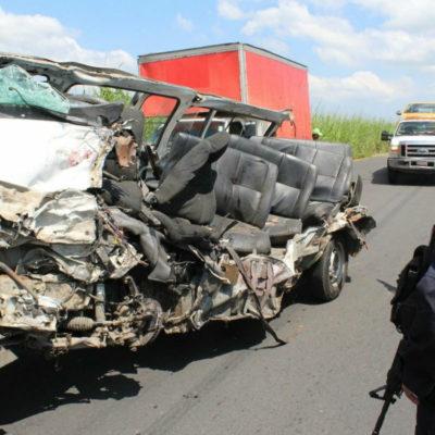 Provoca autobús de pasajeros trágica carambola en Veracruz; reportan ocho muertos
