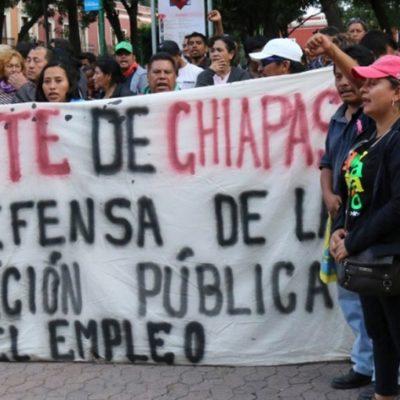 VIDEO | Exhiben a profesor pidiéndole 'cuota' a maestra por no participar en marchas de la CNTE
