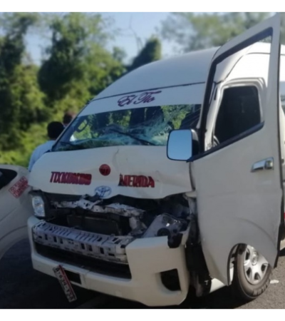 Deja seis lesionados aparatoso choque de colectivo contra tráiler en la Mérida-Tixkokob