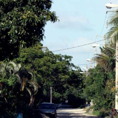 Dota Ayuntamiento de Cozumel de alumbrado público al ejido 'La Estrellita'