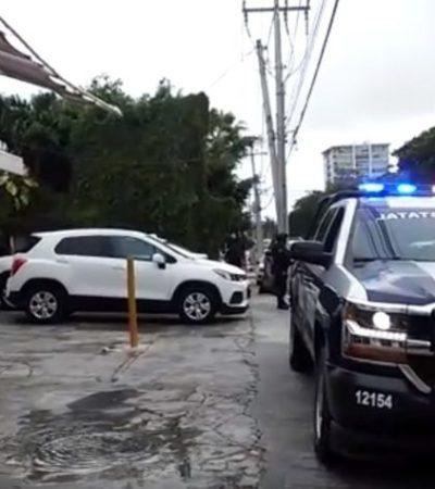 En un supuesto intento de asalto, sujeto balea la fachada de un despacho contable en la avenida Sayil