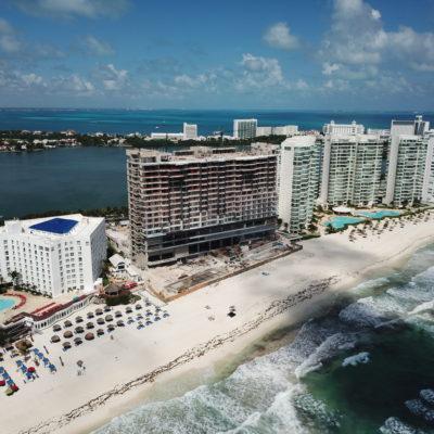 ALBERCAS SOBRE LA DUNA EN CANCÚN: Denuncian que complejo Royalton construye obra que afecta anidación de tortuga y playa en Zona Hotelera