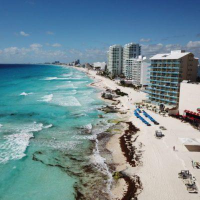 Aseguran que lluvias han ayudado a limpiar las playas de sargazo en Cancún