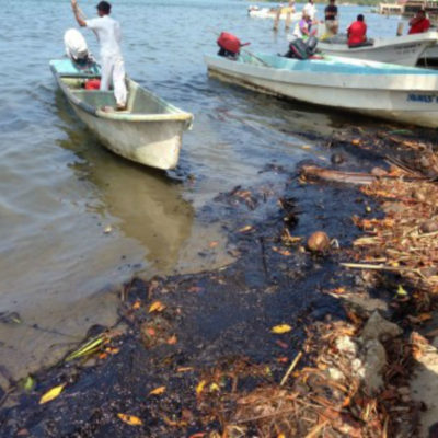 Exigirán pescadores tabasqueños que su paisano pague daños ambientales que por décadas ha causado Pemex