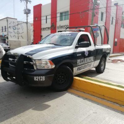 Banquetazo de por medio de una patrulla, detienen a presunto autor de 'cristalazo' en el centro de Playa