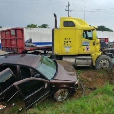 Se estrellan ebrias mujeres contra tráiler en la carretera Cárdenas-Coatzacoalcos en Tabasco