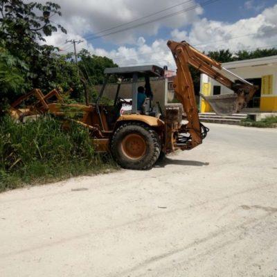 A falta de acción de las autoridades, taxistas, mototaxis y líderes invierten en pavimentación de calle en la colonia El Milagro, en Cancún