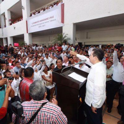 Rinden protesta 17 alcaldes en Tabasco, 15 son morenistas; zafarrancho en Centla porque alcaldesa se va sin pagar aguinaldos