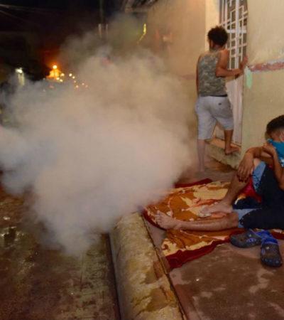 Enoja a migrantes ofensiva fumigación para 'prevenir el dengue' mientras dormían a la intemperie