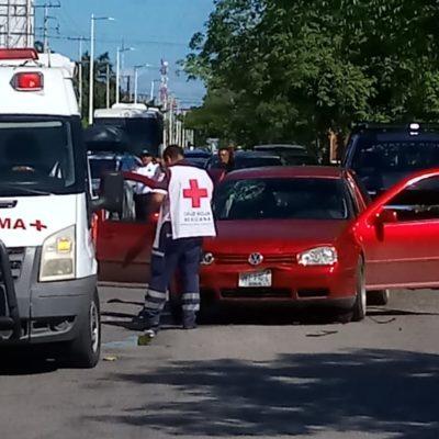 Mujer queda grave tras chocar en coche sin frenos en Chetumal