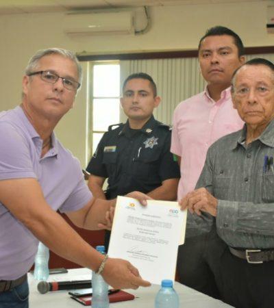 En privado, entrega Hernán Pastrana nombramientos a colaboradores municipales