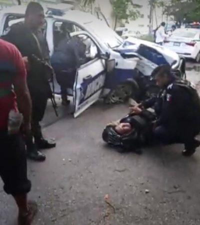 Choque entre patrulla y taxi deja tres lesionados en la Kabah y López Portillo