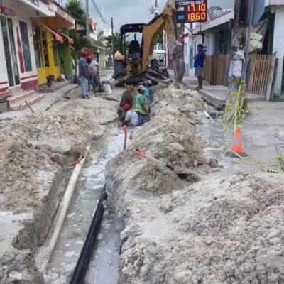 Trabajos por el cambio de tuberías de agua potable en Holbox ocasionan mala imagen al destino, denuncian