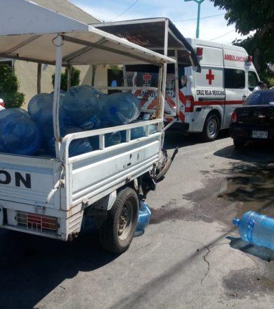 Y 'volaron' los garrafones de agua en un accidente en Chetumal