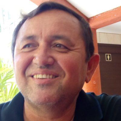 Rompeolas: Nivardo Mena, de 'ecologista' a 'promotor de inversiones'
