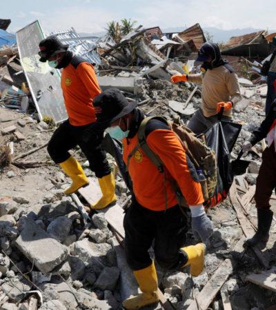 Hallan vivos a 31 estudiantes atrapados en 2 escuelas tras sismo en Indonesia; mil 649 es la cifra de muertos