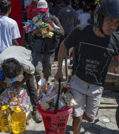 Permiten saqueos en Indonesia ante escasez de agua y alimentos; suman 832 muertos luego del sismo y tsunami