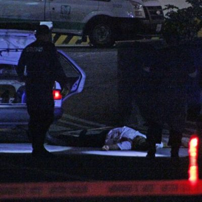 EJECUTAN A TAXISTA EN PLENO CENTRO DE PLAYA: El conductor fue atacado a un costado de la clínica del IMSS, en la calle 4 con Avenida 30