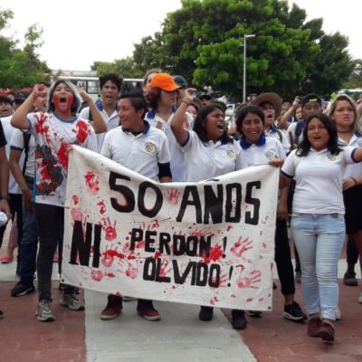 Recuerdan estudiantes de Cancún, la matanza de Tlatelolco con manifestación en plaza de la Reforma