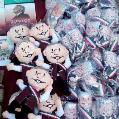 EL NEGOCIO DETRÁS DE LA IMAGEN DEL 'PEJE': Exitosa vendimia de playeras, gorras, muñecos y sombrillas en visita de AMLO a Cancún
