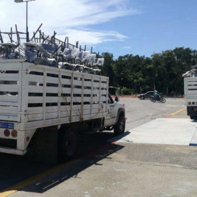 Arriba mobiliario para la secundaria 'Vicente Guerrero', luego de dos semanas de protestas de padres de familia