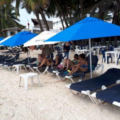 Lluvias dejan baja ocupación en las playas de Solidaridad; náuticos prevén repunte el fin de semana