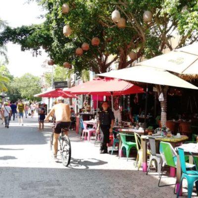Restauranteros de la zona turística apagan sus luces para protestar por altas tarifas de electricidad, en Playa del Carmen