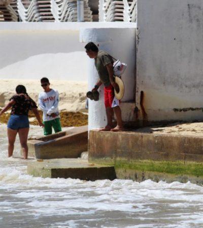 EL MAR SE COME LA ARENA: Alrededor de 30 metros de playa fueron arrasados por la erosión en Playacar; empresarios afectados instalaron escolleras improvisadas en la zona