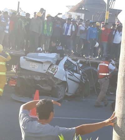 TRÁGICO ACCIDENTE POR 'XOCHIMILCO': Choca auto contra camión de carga con saldo de dos muertos y una mujer embarazada con graves lesiones en el tramo Cancún-Playa