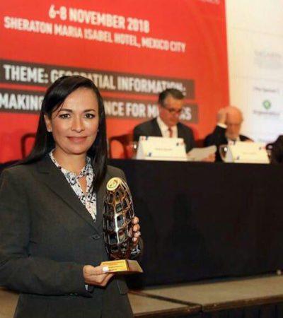 Laura Fernández recibió un premio por la modernización catastral de Puerto Morelos