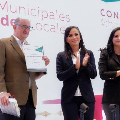 Convoca Laura Fernández a los alcaldes de México a ser 'profesionales de la política'