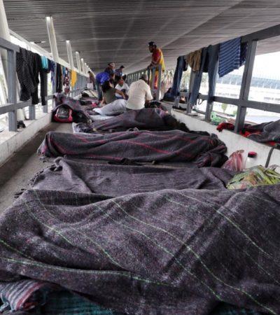Llegan ya 470 migrantes al estadio deportivo que los albergará en la CDMX; se espera a 5 mil