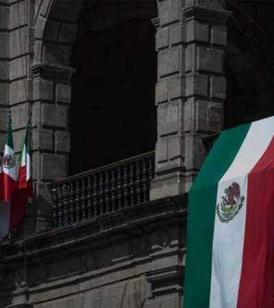 Anuncian que no habrá discurso de AMLO desde el balcón presidencial, sino en el escenario del Zócalo