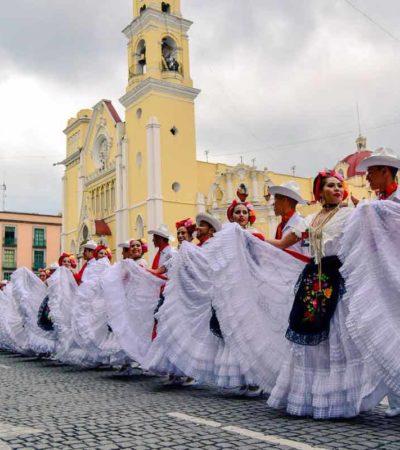 Bailan 'La Bamba' dos mil 370 bailarines en Xalapa, Veracruz, y rompen récord Guinness
