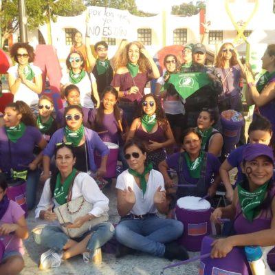 Con batucada y pronunciamiento, denuncian violencia contra la mujer en Cancún