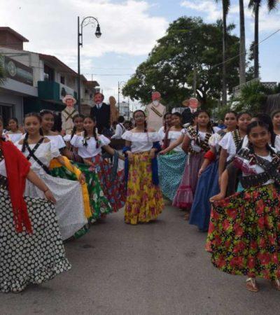 Desfilaron más de 6 mil personas en Felipe Carrillo Puerto