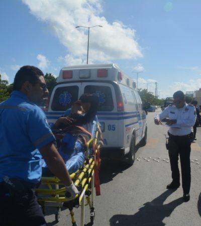 Chocan policías de Playa mientras acudían a una emergencia
