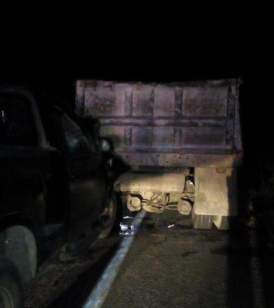 Se 'estampa' contra un volquete en la carretera Chetumal-Escárcega