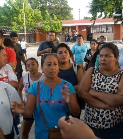 Padres toman instalaciones de primaria en Chetumal por acusaciones contra maestro señalado de manosear a alumnas