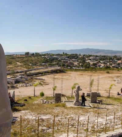 Colocan estatua de AMLO entre las de Zapata y Villa en el rancho 'Rutilandia' de Querétaro