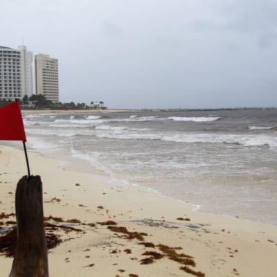 Frente frío vacía playas de Cancún