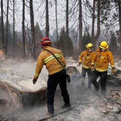 Avivan vientos incendios en California; suman 76 muertos y casi mil 300 desparecidos