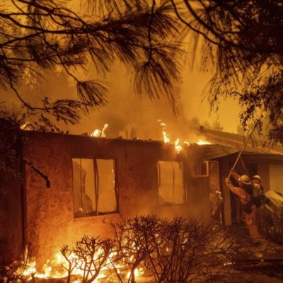 VIDEO | PARADISE IS HELL: Arrasa incendio con pueblo entero en California; 30 mil desalojados