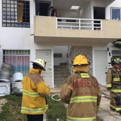 Cortocircuito provoca incendio en departamento de Misión de las Flores, en Playa del Carmen