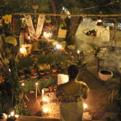 Participan cientos de cancunenses en muestra de altares y catrinas