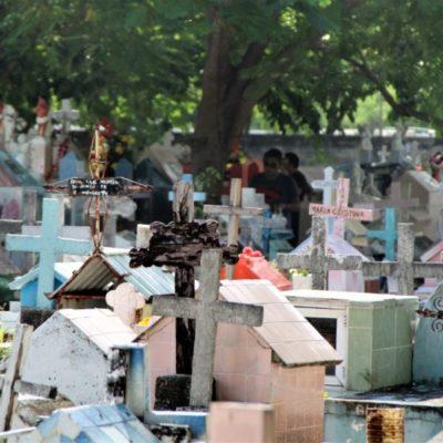 Decenas de tumbas de los panteones de BJ se mantienen en el abandono