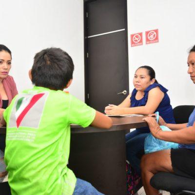 Autoridades ayudan a encontrar a menor extraviado en Tulum; lo entregan a sus padres