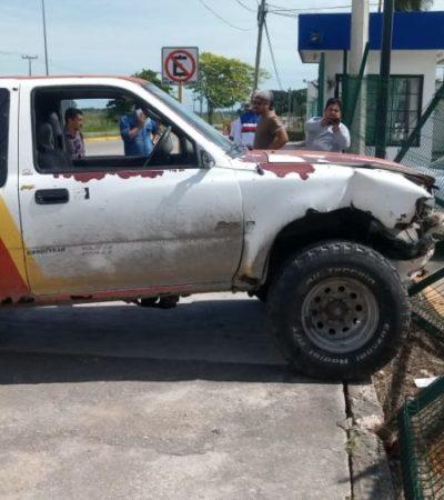 Taxi y camioneta involucrados en accidente vial, en Chetumal