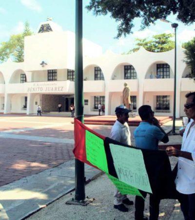"""""""HA HABIDO MUCHA PRESIÓN, MUCHO HOSTIGAMIENTO"""": Protestan en el Ayuntamiento ex trabajadores de 'Inteligencia', la empresa concesionaria de la basura en Cancún"""