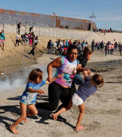 Arrojan gas lacrimógeno a migrantes que intentan cruzar de México a EU